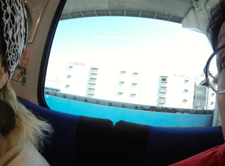 - Nós dois, apreciando a vista do trem, bem sentadinhos -